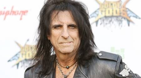 Alice Cooper always loses phone