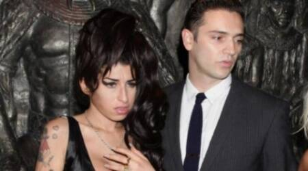 Reg Traviss likes fiancee Amy WinehouseStatue