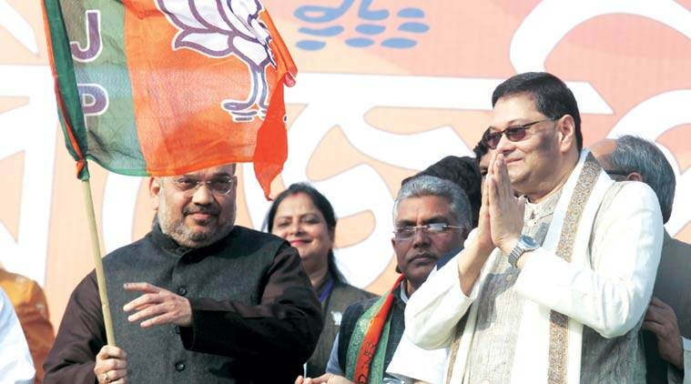 Chandra Bose with Amit Shah in Howrah. (Express Photo by Partha Paul)