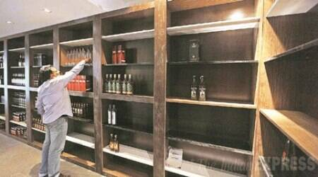 97-yr-old freedom fighter tries to torch liquor shop