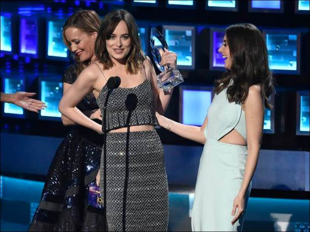 peoples choice awards, winners at people choice awards, dakota johnson