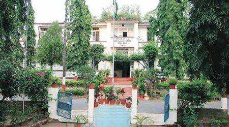 Residents demand separate hearing fromParrikar