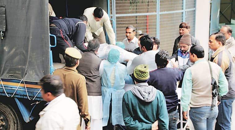 delhi police, delhi cop shoots himself, delhi news, delhi police news, india news