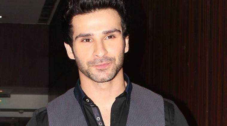 Girish Kumar will be seen romancing debutant actress Navneet Kaur Dhillon in their upcoming film 'Loveshhuda'.