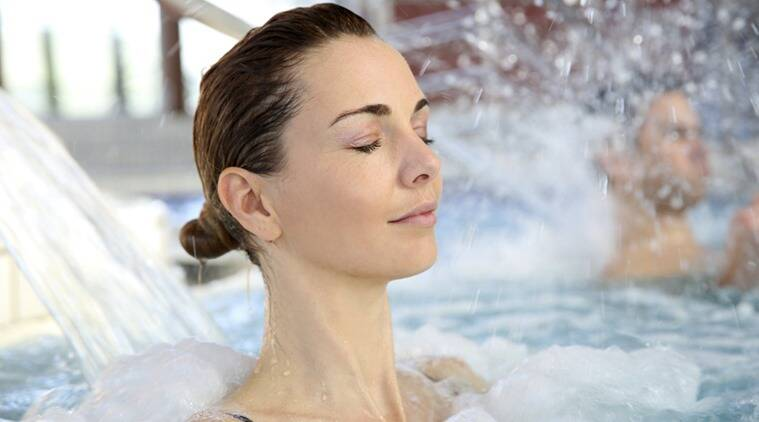 You can choose from water jets, underwater massage and mineral baths to alleviate body pain. (Photo: Thinkstock)