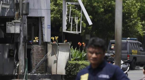 Jakarta attacks leave at least 17 dead