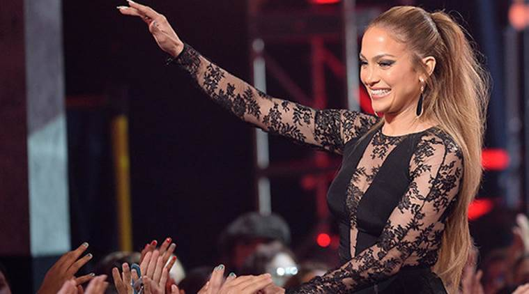 Jennifer Lopez suffers wardrobe malfunction during Las Vegas