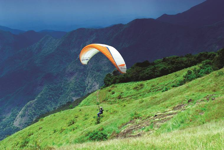 Kerala_paragliding_at_vagamon_759_keralatourism