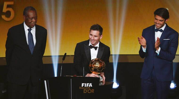 FC Barcelona's Lionel Messi of Argentina (C) holds the World Player of the Year award next to FIFA's acting President Issa Hayatou (L) and former palyer Kaka during the FIFA Ballon d'Or 2015 ceremony in Zurich, Switzerland, January 11, 2016.  REUTERS/Arnd Wiegmann
