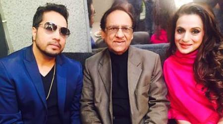 Ghulam Ali pays 'surprise' visit to Mika Singh's concert
