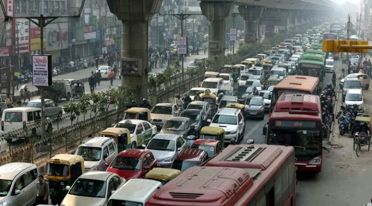 Morning hours traffic during the Odd-Even car numbers rule, at Vikas marg in New Delhi on Jan 11 2016. (Express photo by Ravi Kanojia)