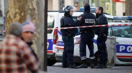 VIDEO: Police kill man wielding butcher knife, Islamic State emblem in Paris
