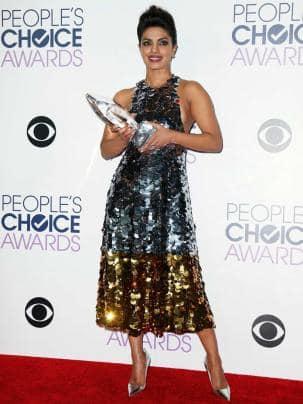 Priyanka Chopra dazzles at People's Choice Awards 2016