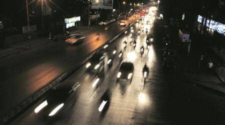 Pune roads battles with accidents and crime as street lightsdysfunction