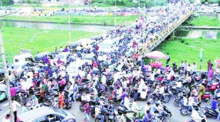 Wheels of Doom: Vehicle overload jams Pune roads