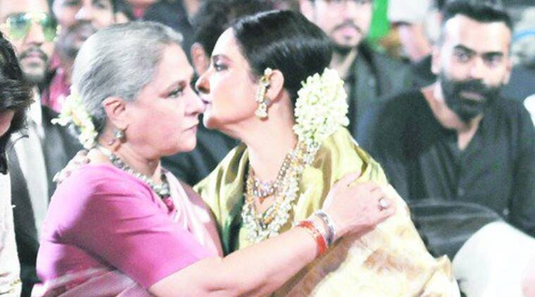 rekha, jaya bachchan, jaya bachchan rekha, amitabh bachchan, rekha amitabh bachchan, big b, amitabh bachchan jaya, filmfare, big b awards, rekha jaya hug, rekha jaya bachchan news, entertainment news