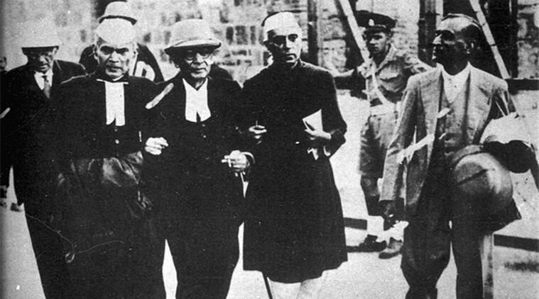 Support system: Sir Tej Bahadur Sapru (second from left) and Jawaharlal Nehru at the INA trials.