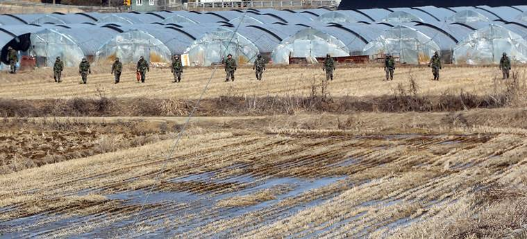 South Korean army soldiers search for suspected North Korean leaflets on a field in Paju, near the border with North Korea, South Korea, Wednesday, Jan. 13, 2016. South Korean military announced Wednesday it has found hundreds of anti-South Korea leaflets near the western portion of the Koreas' border. (Roh Seung-hyuck/Yonhap via AP) KOREA OUT
