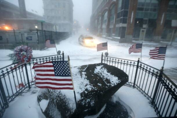 Monster blizzard paralyzes eastern, southern US with snow