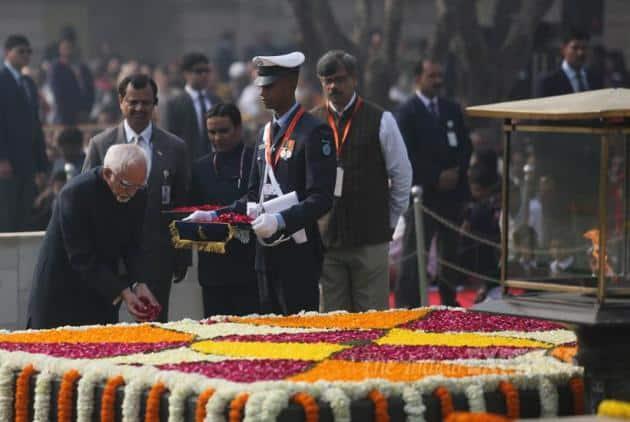 Mahatma Gandhi, Mahatma Gandhi Death Anniversary, Narendra Modi, Sonia Gandhi, Pranab Mukherjee, Hamid Ansari, Manmohan Singh, Sheila Dixit, Venkaih Naidu, Dalbir Singh, Arup Raha, Robin Dhowan, Mahatma Gandhi 68th Death Anniversary, Gandhi Death Anniversary Pics