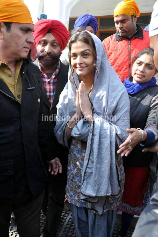 aishwarya rai bachchan, sarbjit, Aishwarya Rai Bachchan Golden Temple, Aishwarya Rai Golden Temple, aishwarya rai, aishwarya, aishwarya aaradhya pics, aaradhya bachchan, aaradhya pics, aishwarya aaradhya pics, brindya rai pics, aishwarya mother, sarbjit, aishwarya in punjab, aishwarya rai punjab pics, entertainment