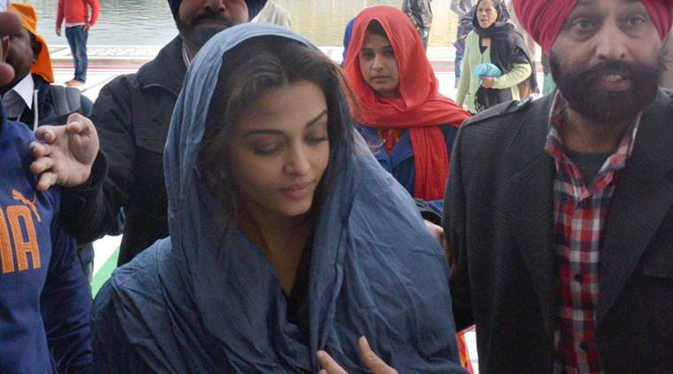 Aishwarya Rai Bachchan, Aishwarya Rai, Golden Temple, Aishwarya Rai Bachchan Golden Temple, Aishwarya Rai Visit Golden Temple, Aishwarya Rai Bachchan in Amritsar, Aishwarya Rai Bachchan Sarabjit, Aishwarya Rai in Sarabjit, Aishwarya Visit Golden Temple, Aishwarya in Sarabjit, Entertainment news