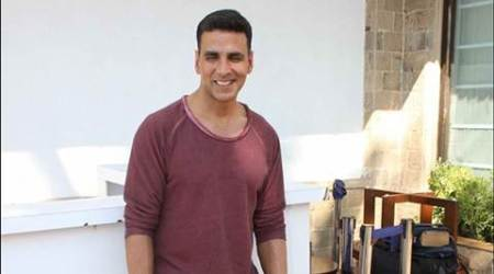 Akshay Kumar 'lifts' spirit of CISF troops at Mumbai airport