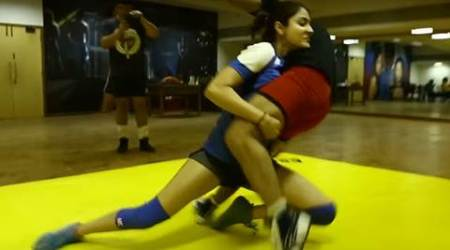 Anushka Sharma trains for Sultan, grapples and throws her opponent in wrestling ring, watch video