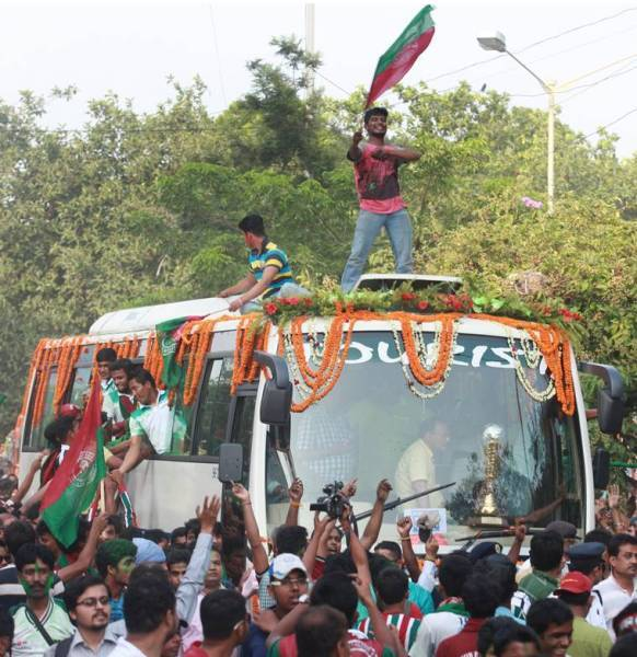 Mohun Bagan fans celebrate their maiden I-League triumph in  2015. (Source: Express photo by Partha Paul)
