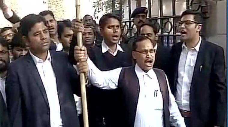 Laywers protesting outside Patiala House Court on Wednesday. (source- ANI)