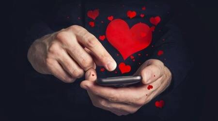 Dating rules: Women don't make the first move when it comes to online dating