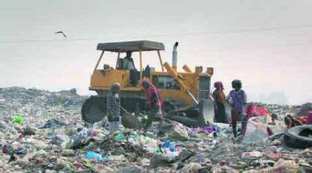 Kolkata wastelands: At only functional dump, few safety steps