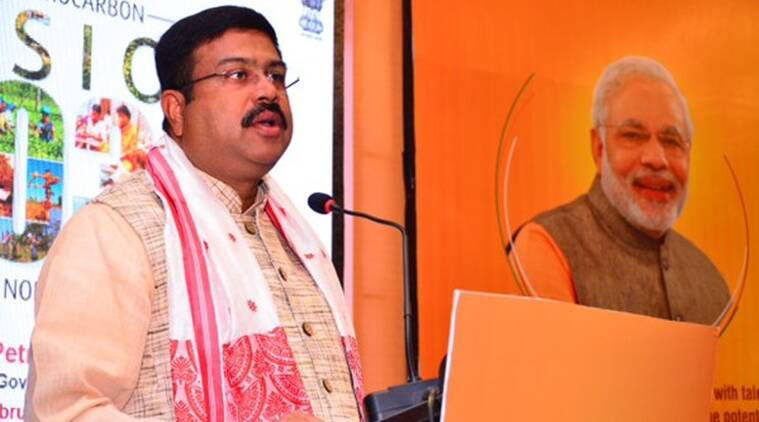 dharmendra pradhan, LPG, LPG scheme, Pradhan Mantri Ujjwala Yojana, PMUY, devendra fadnavis, BPL household, BPL, bbelow pocverty line, government scheme, india news, indian express