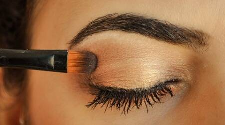 Nine steps: How to get the perfect cocktail partymake-up
