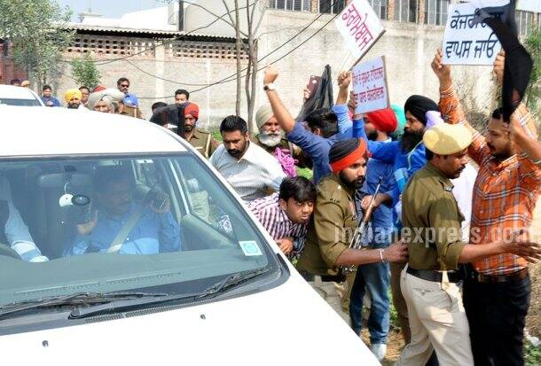 Arvind Kejriwal, Arvind Kejriwal attacked, Arvind Kejriwal car attacked, Arvind Kejriwal car, Arvind Kejriwal news, ludhiana news, india news