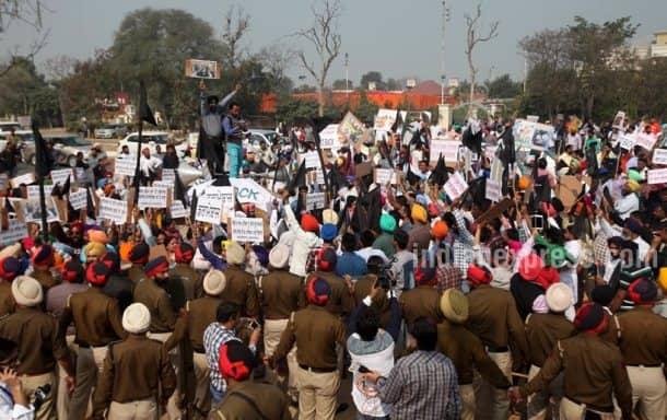 Arvind Kejriwal, Arvind Kejriwal attacked, Arvind Kejriwal car attacked, Arvind Kejriwal car, Arvind Kejriwal news, ludhiana news, india news