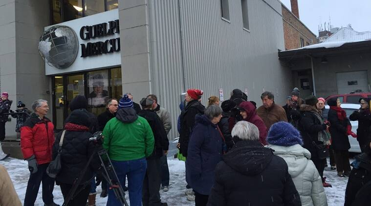 Guelph residents thronged the building of Guelph Mercury on its last day. (Source: Mayorguthrie.com)