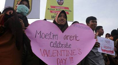 On Valentines Day, Indonesia calls on Muslims to avoid celebrations