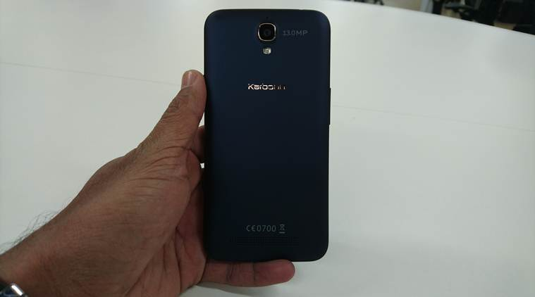 Karbonn Quattro L50 HD has a design that mimics Moto E (2nd Gen) and in a way its a good thing