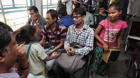 indian railways, local train performers, sealdah station, kolkata local train, sealdah train line, child beggar, train singer, street performers, poverty, india news, west bengal news, kolkata news, latest news