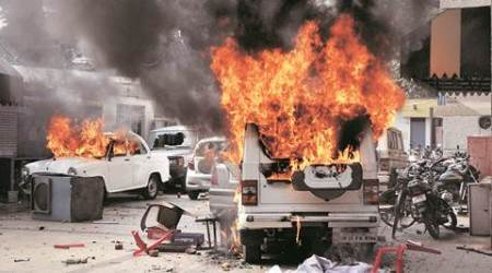 In 5-hr rampage, lawyers torch vehicles, clash with police inLucknow