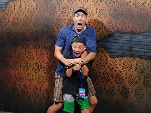 People caught on camera at their scariest in a haunted house and the expressions are hilarious