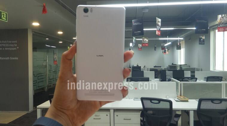 Lava V5 comes with a great design and large 5.5-inch display which is crisp and sharp