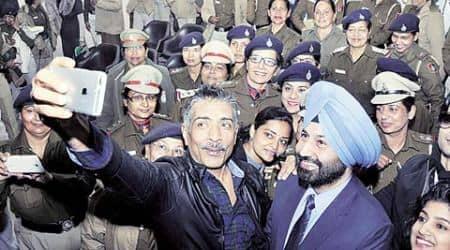 filmmaker prakash jha, prakahs jha, prakash jha talks with cops, chandigarh cops, chandigarh police, chandigarh news