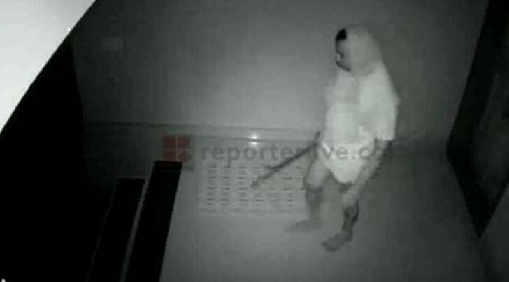 The robber caught on CCTV camera at the house of a NRI businessman in Kasaragod, Kerala (Image courtesy: YouTube/Reporter Live)