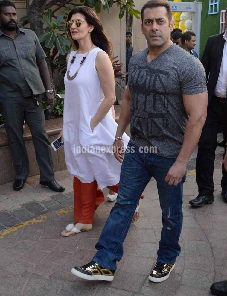 Salman Khan, Sangeeta Bijlani, Salman Khan Sangeeta bijlani, Salman Khan Sangeet Bijlani Kiss, Arpita Khan Baby Shower, Salman Sangeeta bijlani Kiss, Salman Khan Kiss, Salman Khan Girlfriend, Salman Sangeeta Bijlani, Salman Khan and Sangeeta Bijlani, Salman Khan Arpita baby Shower, Entertainment news