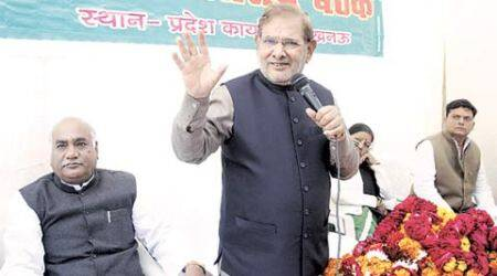 JD (U ) chief Sharad Yadav at a meeting at the state party office in Lucknow Sunday. (Express Photo by Pramod Adhikari)