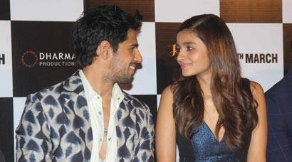 Sidharth and Alia had eyes for each other at Kapoor & Sons trailer launch