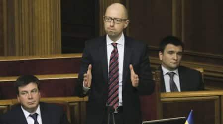 Ukrainian PM Arseniy Yatsenyuk survives no-confidencevote
