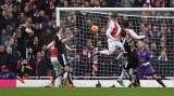 On return, Danny Welbeck heads Arsenal to 2-1 win over Leicester City